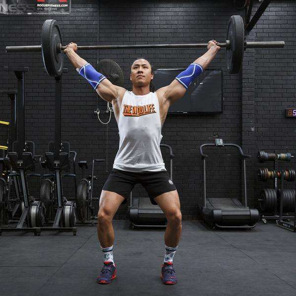 Overhead-squat with sleeves